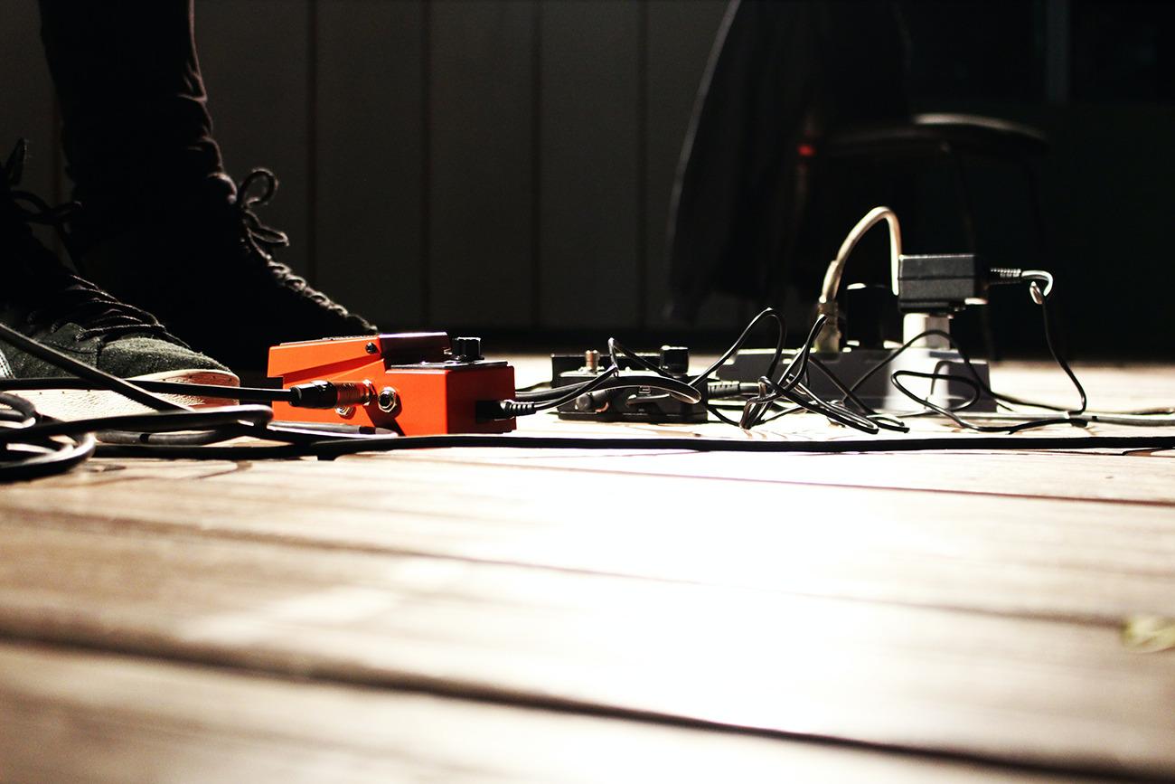 Individuelle Gitarrenkabel am Pedalbaord mit dem Kit von Halrey Benton