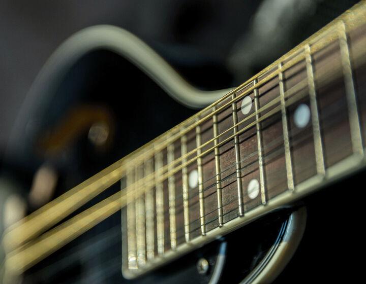 12 Saiten Gitarre